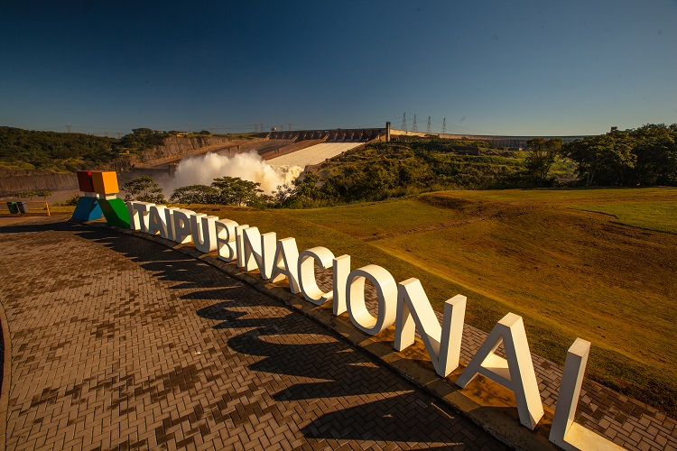 Letreiro Itaipu Binacional - O que fazer em Foz do Iguaçu?