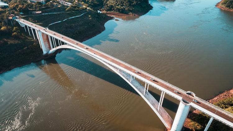 Ponte da Amizade  fronteira com Paraguai